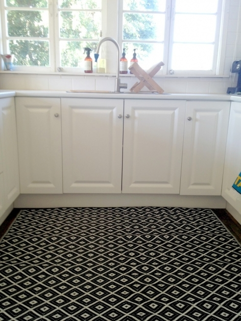 Washable Kitchen Rugs Amazing Black White Kitchen Decorating Ideas Feats Large Diamond Patterned Throw Rug Picture 86 Rugs Design